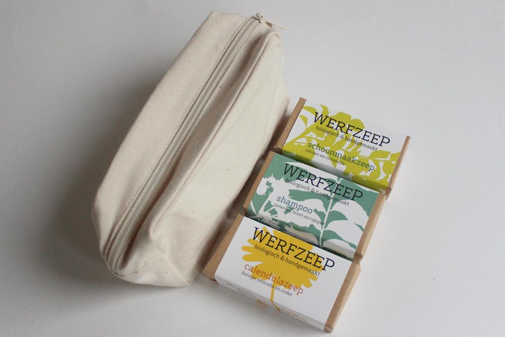 Vakantietasje van biokatoen met shampoo, schoonmaakzeep en calendulazeep - Werfzeep