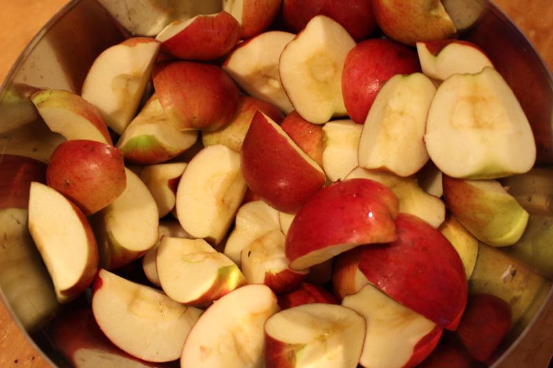 Appels van de appelplukdag om appelcider te maken, en vegan appelcake! - Werfzeep