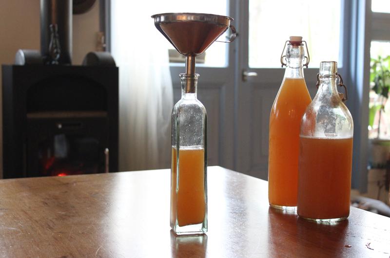 Appelazijn maken van onze appelcider - Werfzeep