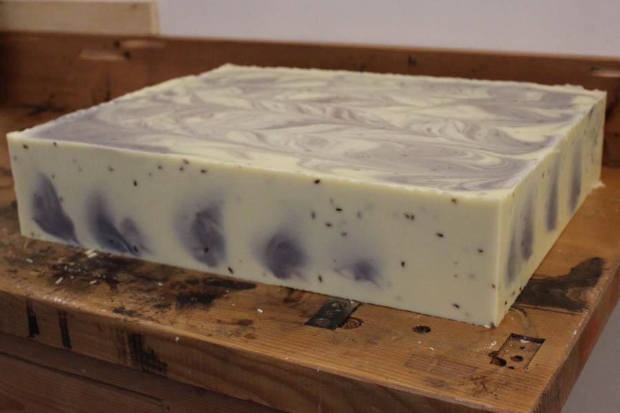Groot blok van onze lavendelzeep - Werfzeep
