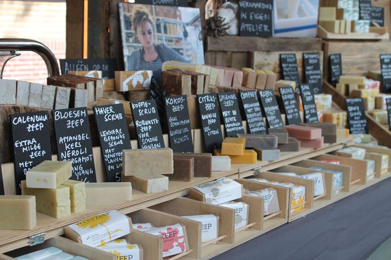 Alle zeepjes van Werfzeep op de Oerolmarkt.