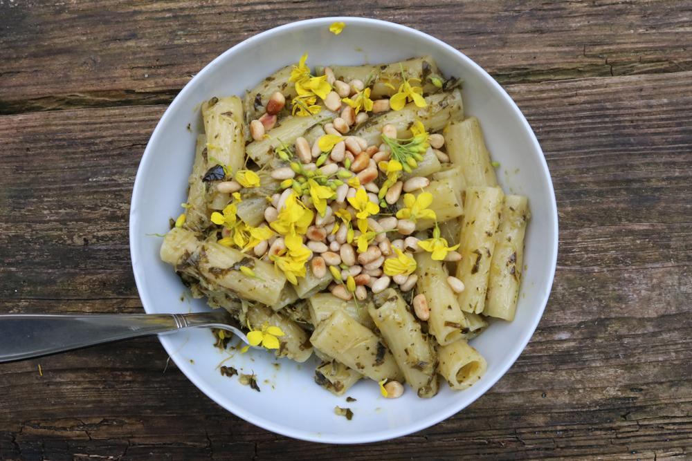 Wildpluk pasta recept met koolzaadbloemen a la cime di rapa - Werfzeep