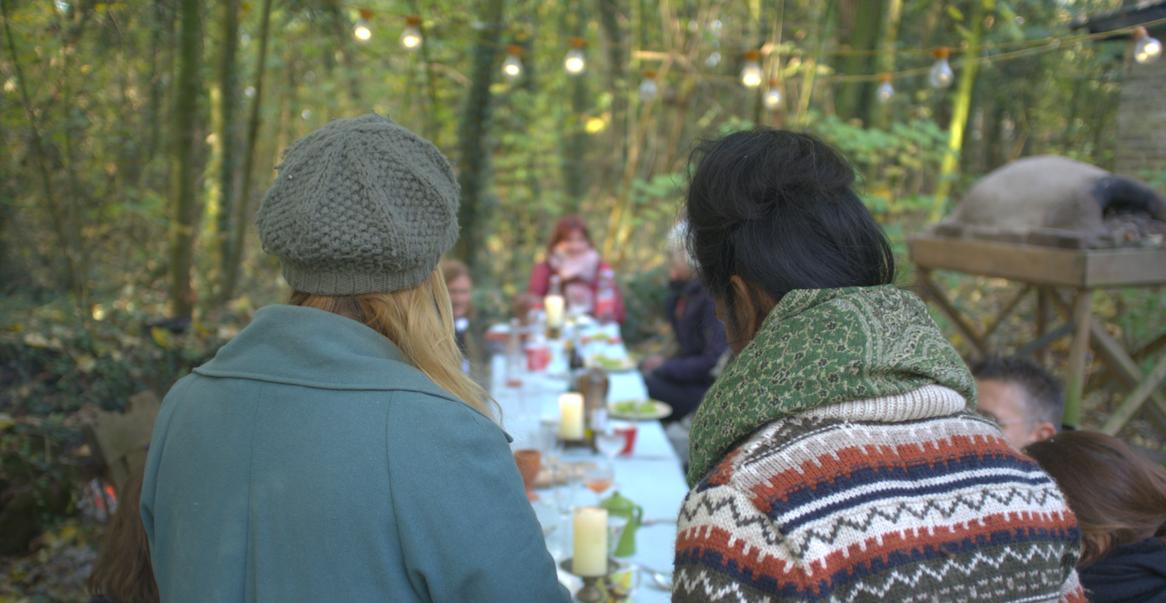 Tayyibah en Evelien serveerden de wildplukkerslunch