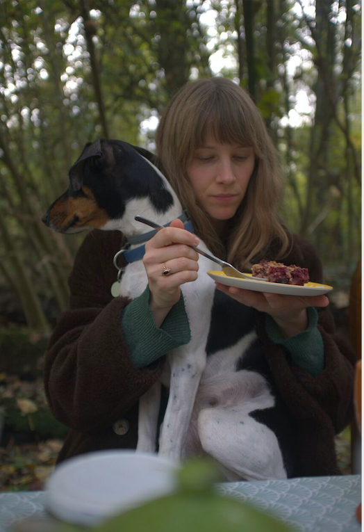 Werfzeep- Anne-fleur en Daisy eten bramencrumble!