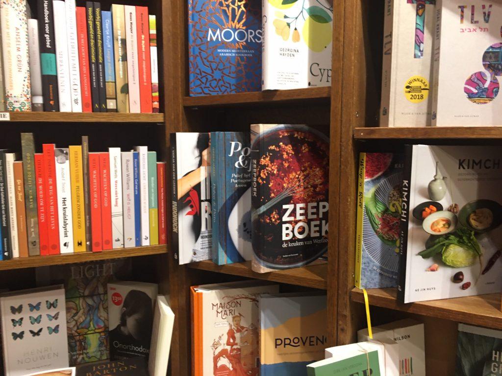 Boekhandel Bijleveld biedt het Zeepboek aan! Naast Mari Maris...