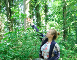 Evelien plukt jasmijn voor zomerzeep! Werfzeep