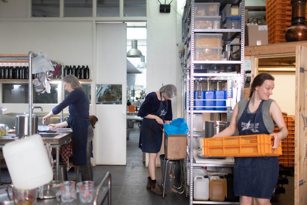 Werfzeep atelier Hadassa Anne-Fleur Charlotte zeepmaken