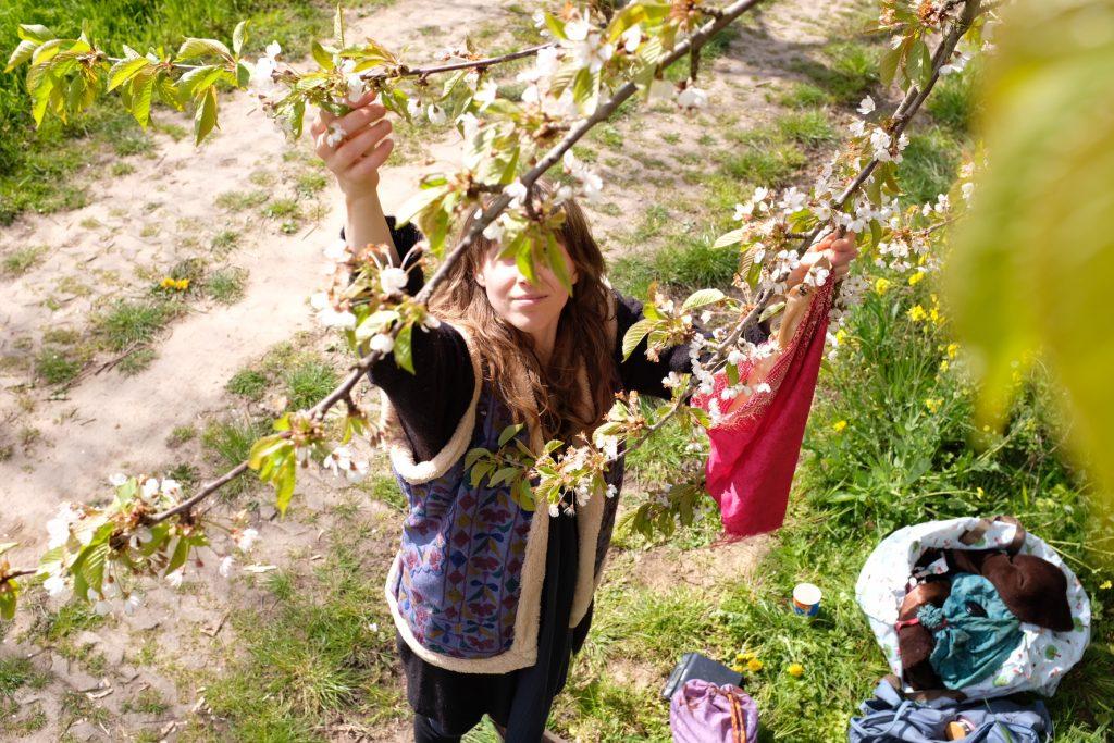 Werfzeep bloesemzeep kersenbloesems plukken Anne-Fleur