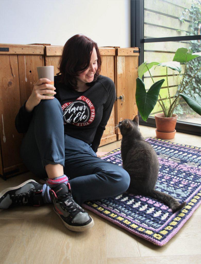 Team Werfzeep Rinske op kleed met kat