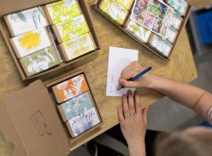 Werfzeep_inpakwerkplaats kaartje pakketje
